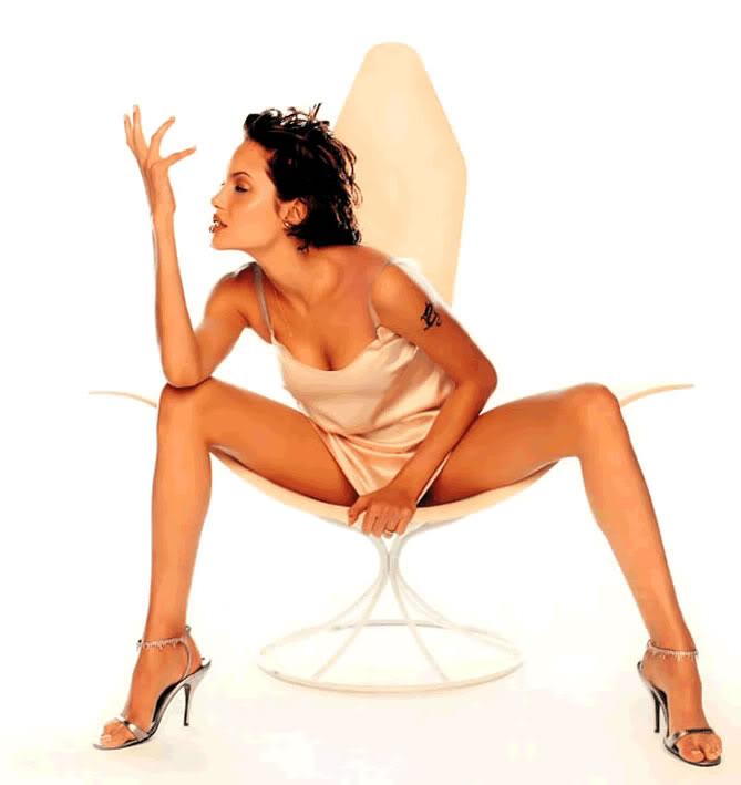 angelina-jolie-sexy-legs