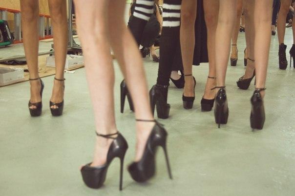 fashion-girl-high-heels-legs-Favim.com-634002