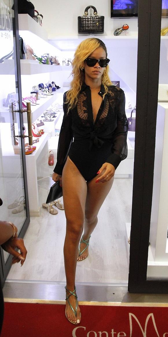 Rihanna went shopping has Monte Carlo