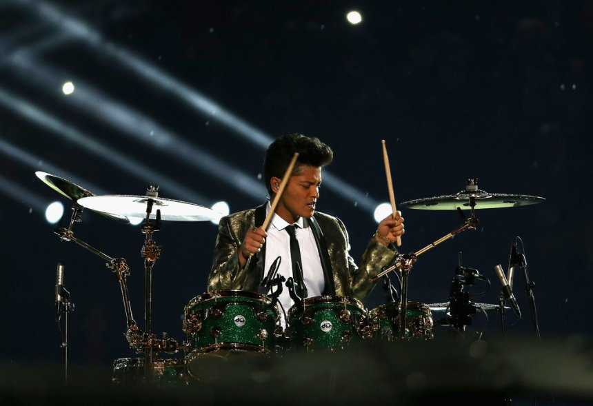 Bruno-Mars-Performs-Super-Bowl-Halftime-Show-Photos-3