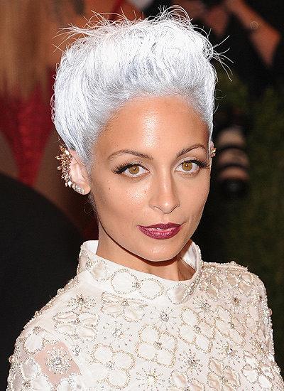 Nicole-Richie-silver-hair-bronzed-skin