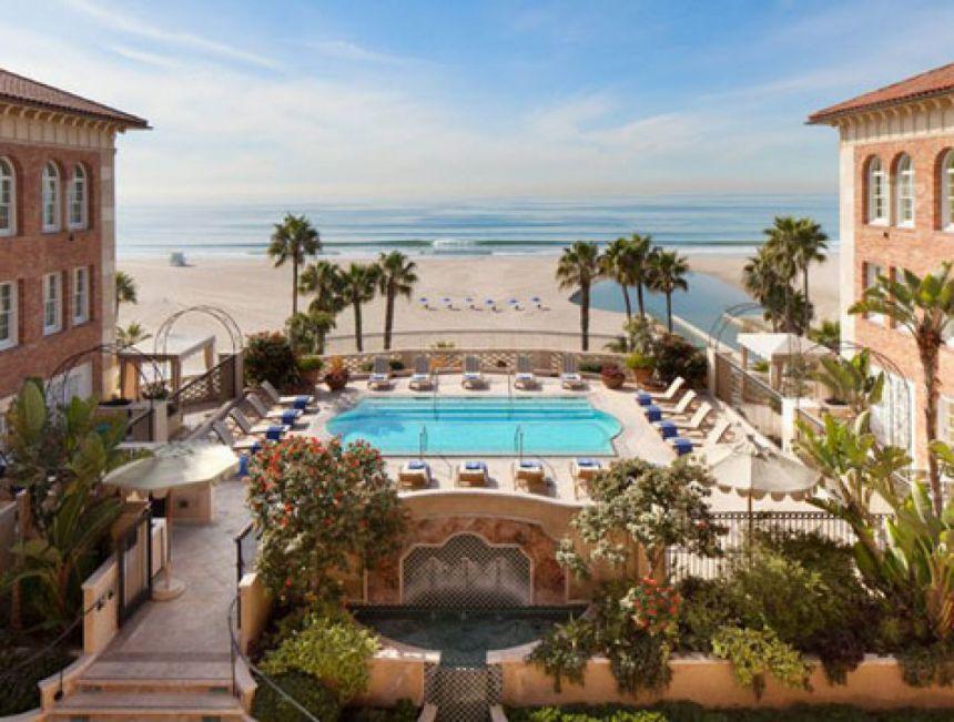 7-Hotel_Casa_Del_Mar_Room_Service