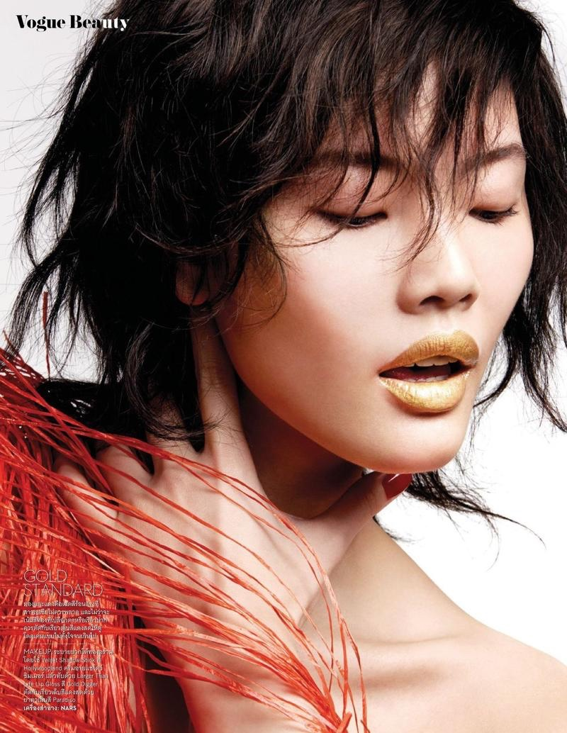 Chen-Lin-Makeup-May-2016-Editorial-Vogue-Thailand04