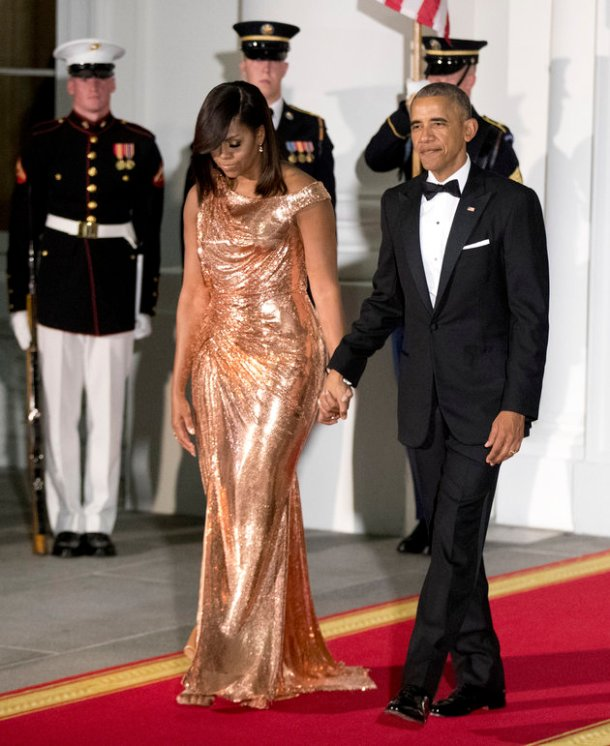 michelle-obama-custom-chainmail-versace-rose-gold-gown-final-state-dinner-2